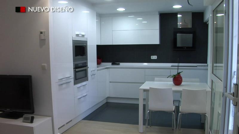 Nuevo dise o cocinas - Cocina con campana decorativa ...
